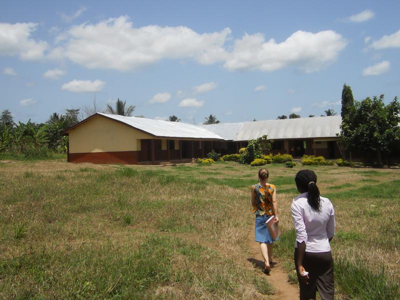Auf dem Weg zur Schule in Kukurantuni